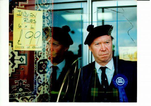 Sir Nicholas Fairbairn campaigning in Perth in 1992