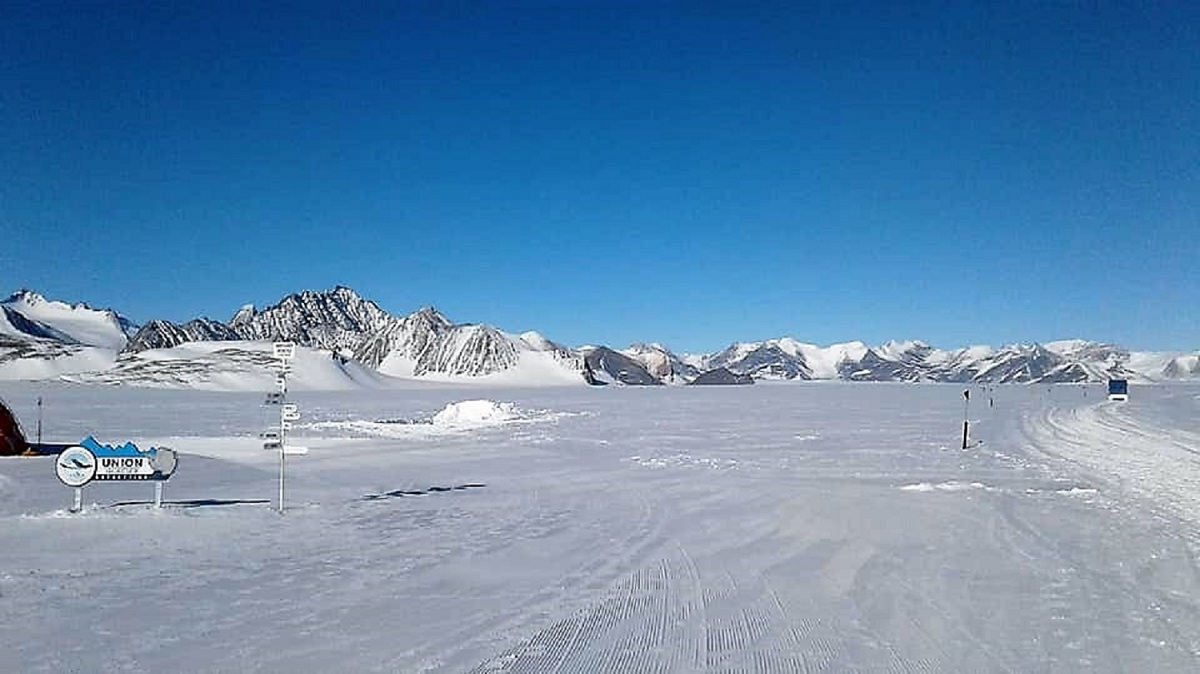 The marathon course on the stunning Union Glacier in Antarctica.