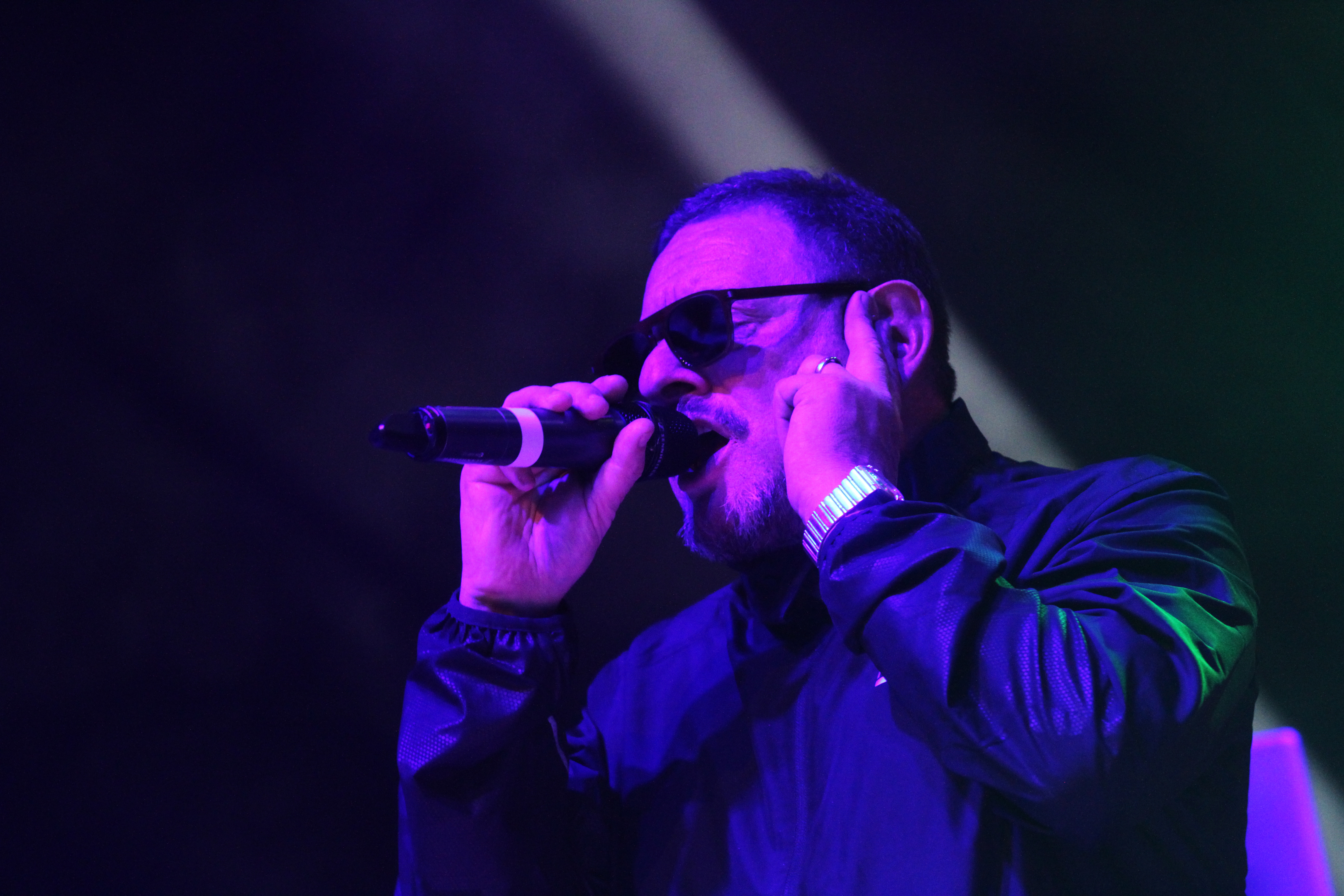 Shaun William Ryder on stage at the Caird Hall.