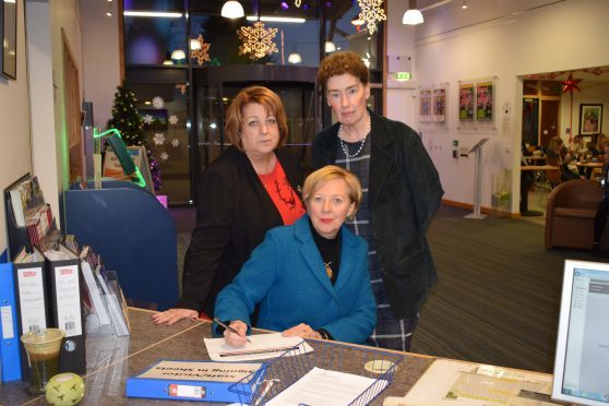 Lesley Laird with Councillor Linda Erskine (left) and Councillor Mary Lockhart (right).