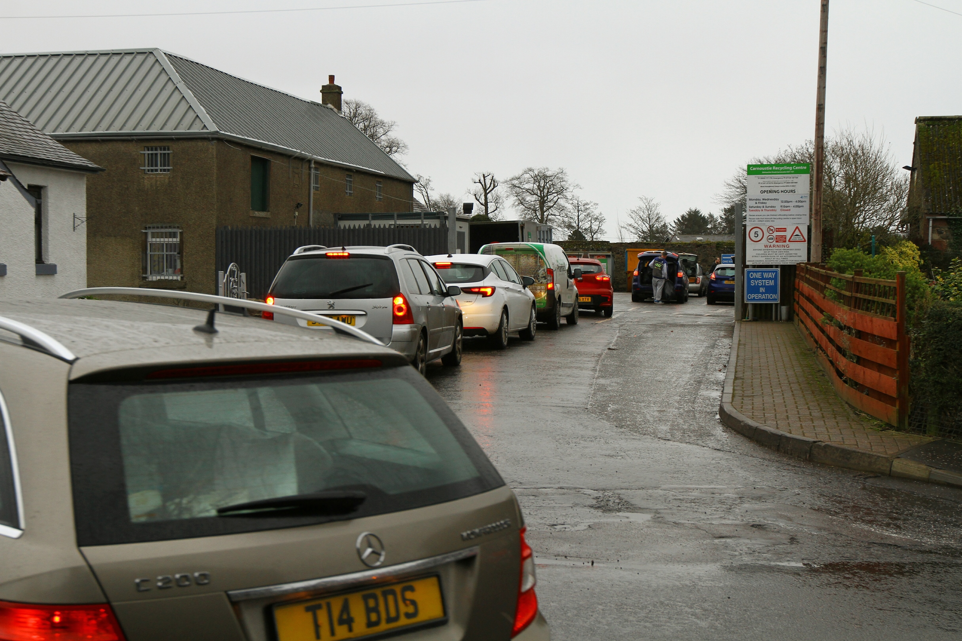 A queue of cars outside the Carnoustie Recycling Centre.