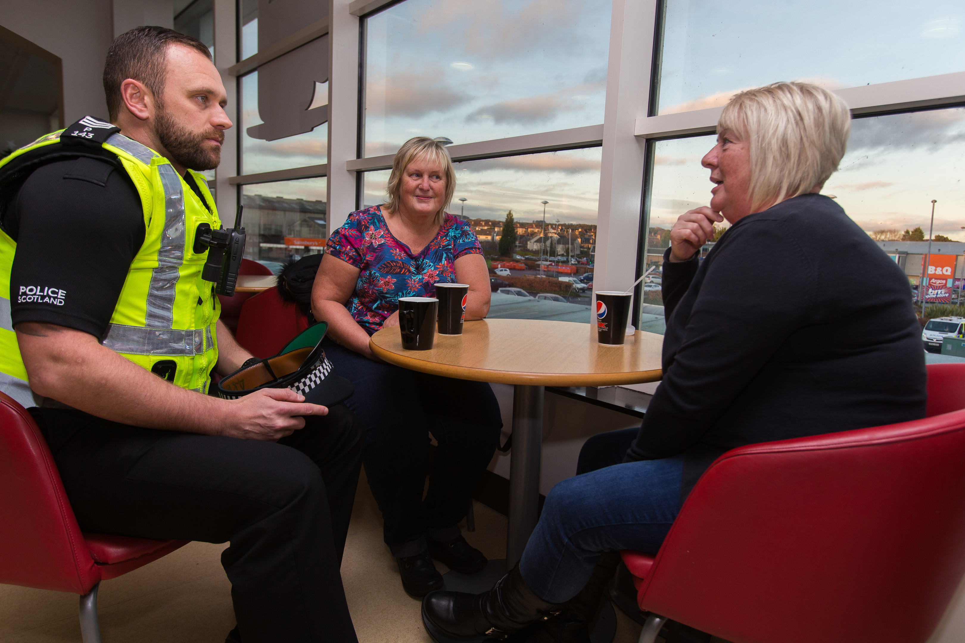 Sgt Paul Gillespie speaks to Leven residents Morag Paterson and Yvonne Davidson