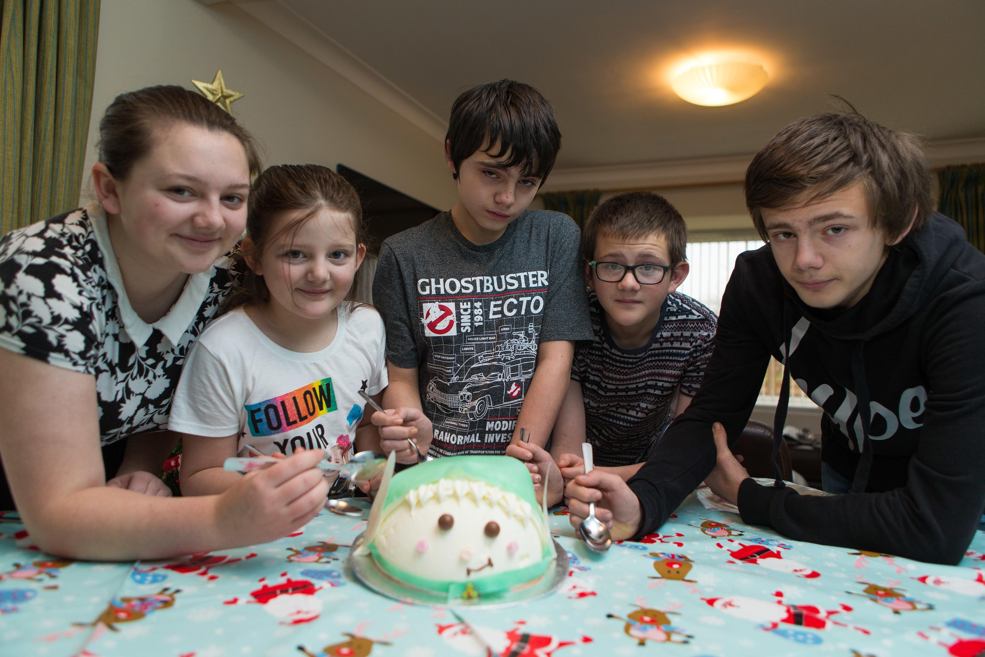 Fletcher family kids, Megan (16), Jodie (9), Ewan (12) , Ty (14) and John (15) try the Ice Cream Cake surprise