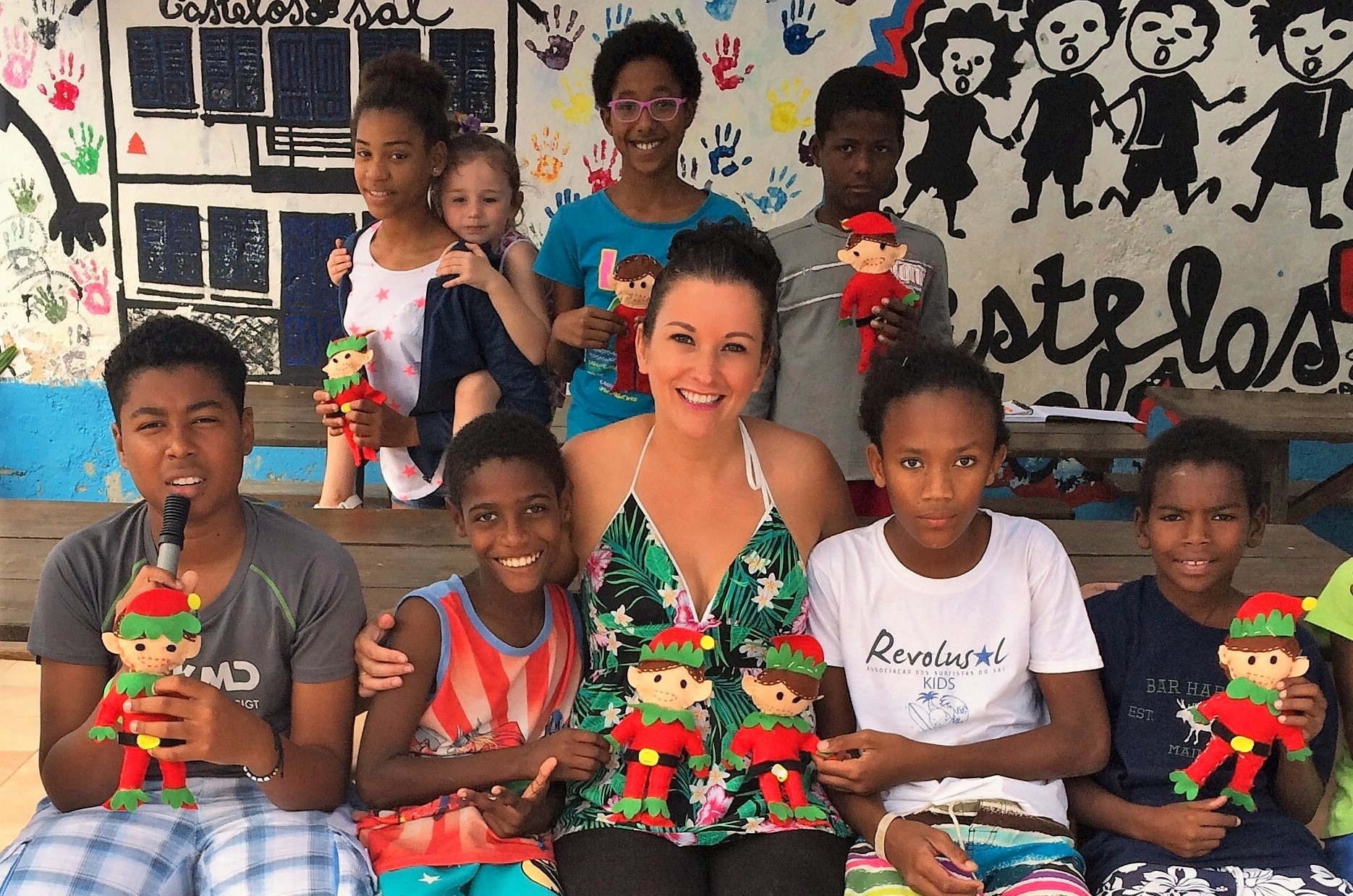 Elaine Harris on Cape Verde, with children from the Castelos do Sal charity and their Make An Elf arts kits.