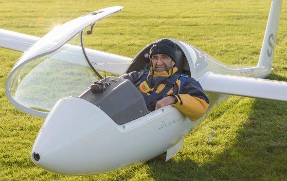 Santiago Cervantes and his glider at Portmoak