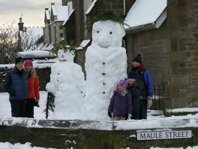 Snowmen in Carnoustie, December 2009.