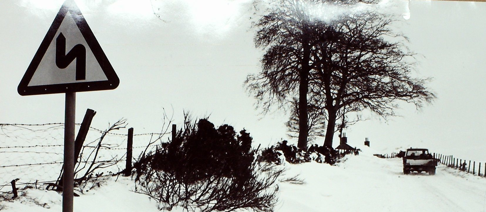 The B978 looking towards Craichie near Forfar during the winter storm in 1983.