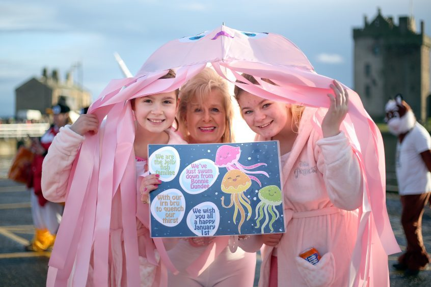 Daisy Appleton, Viviene Scott and Heidi Crowhurst at Broughty Ferry Dook