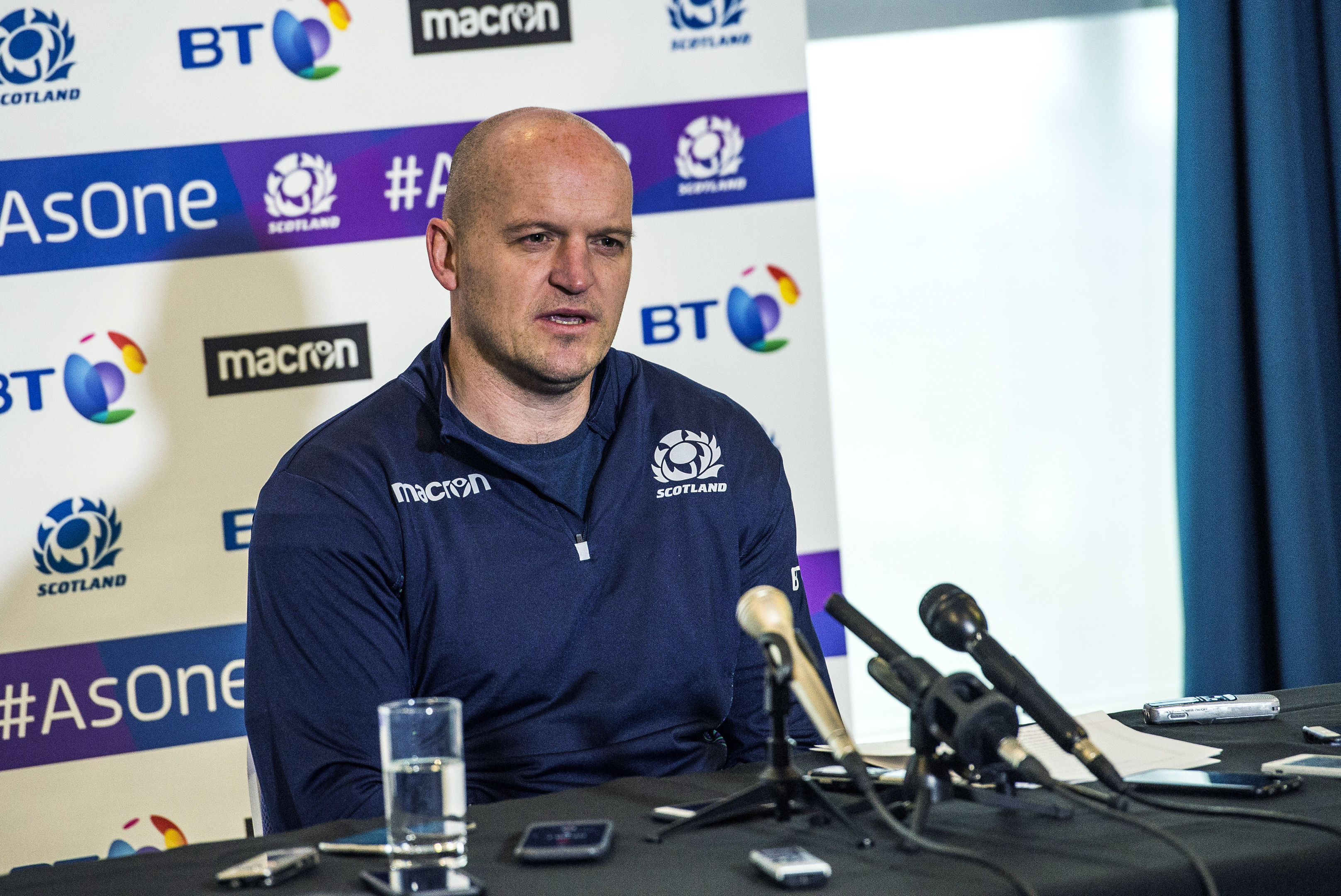 Scotland head coach Gregor Townsend won't accelerate selection for players targeted by England.