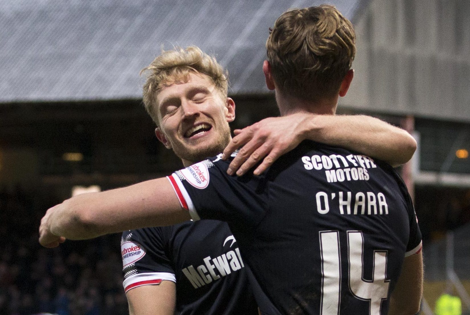 Dundee's Mark O'Hara celebrates his goal with A-Jay Leitch-Smith.