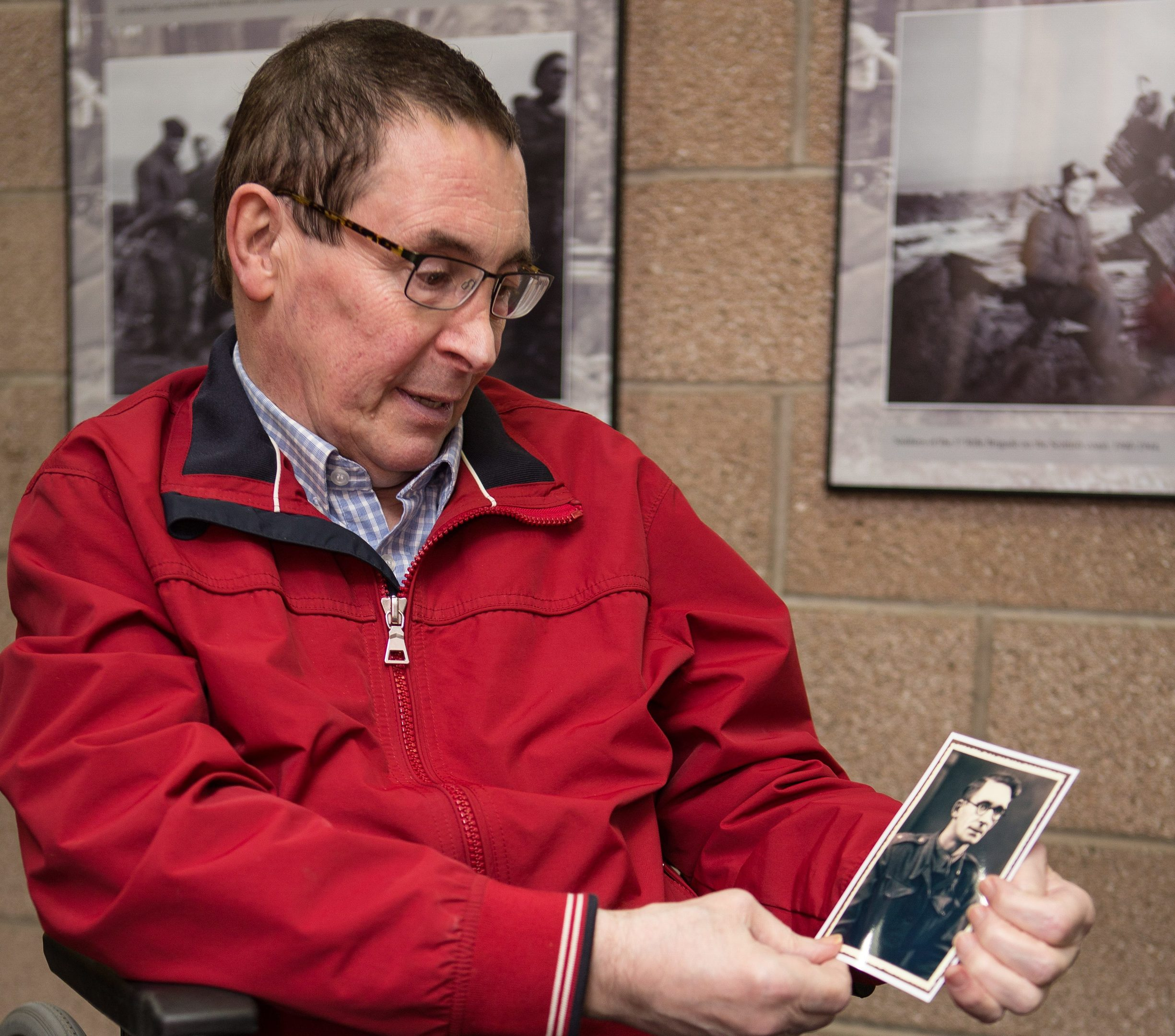 Mike Mazur with photo of his late father.