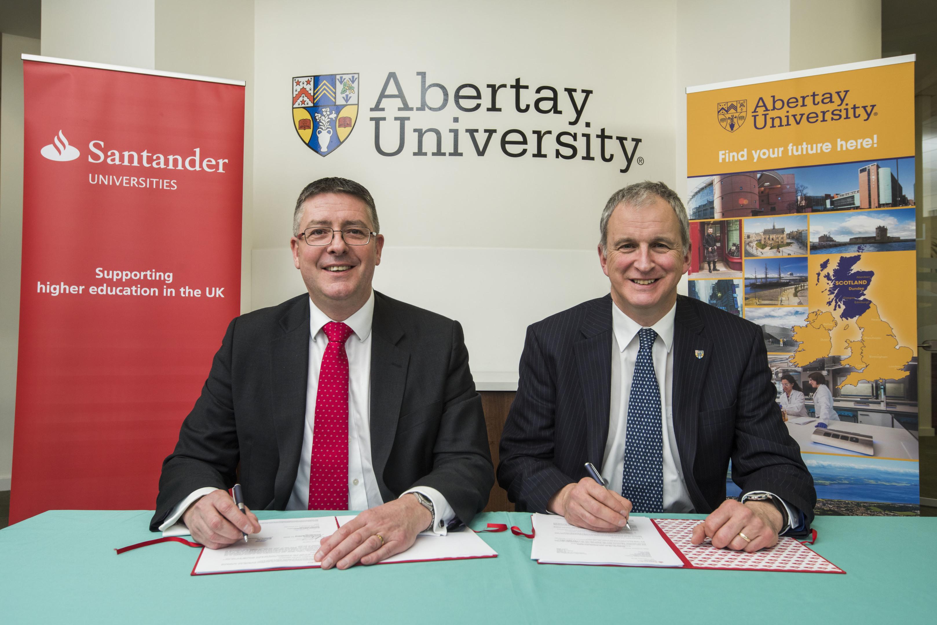 Matt Hutnell, director of Santander Universities UK, and Principal of Abertay   Professor Nigel Seaton sign the agreement.