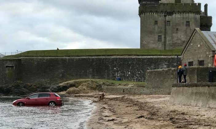 The car in the waters of Broughty Ferry Beach