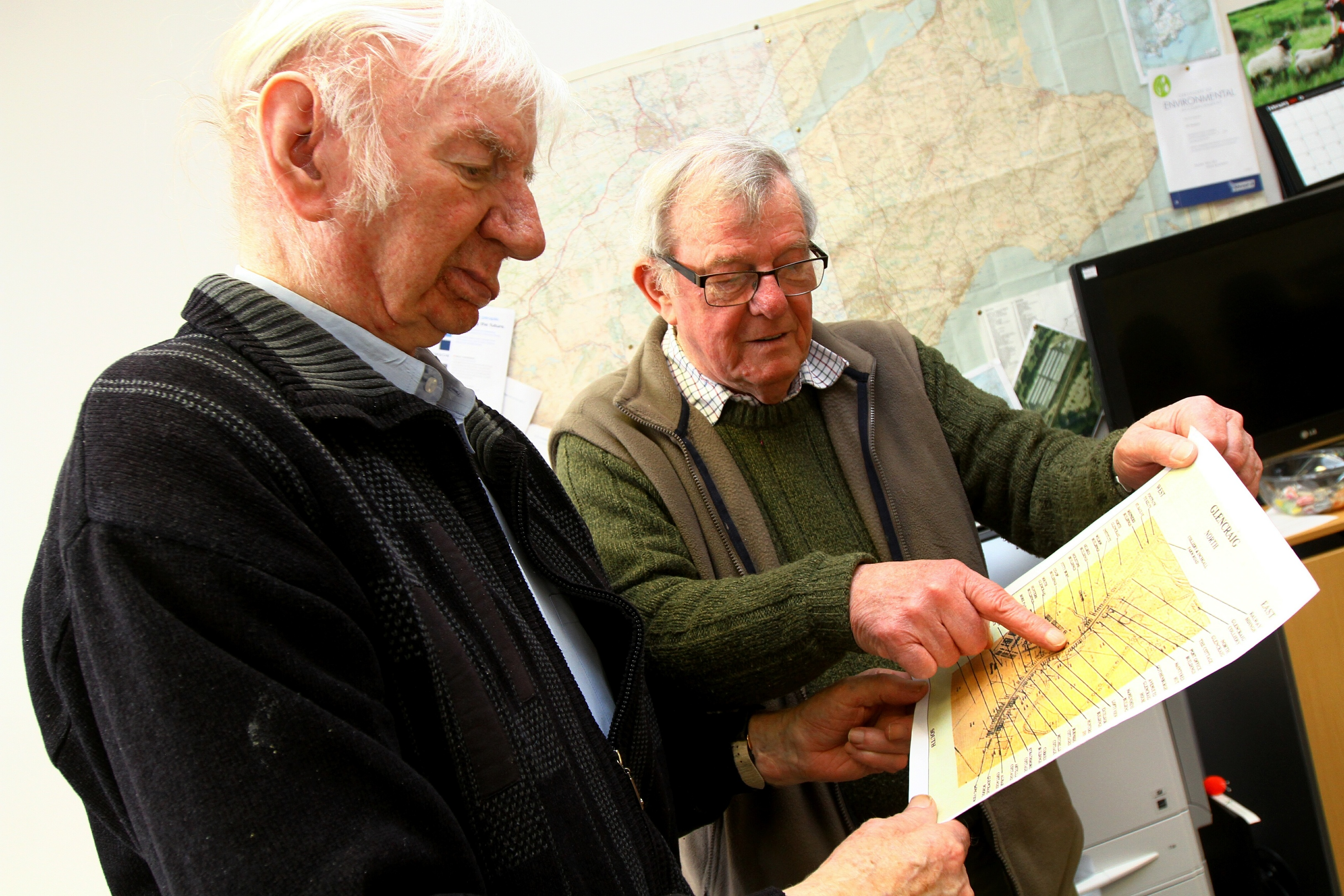 Willie Clarke, left, and Brian Menzies, looking at a map of Glencraig