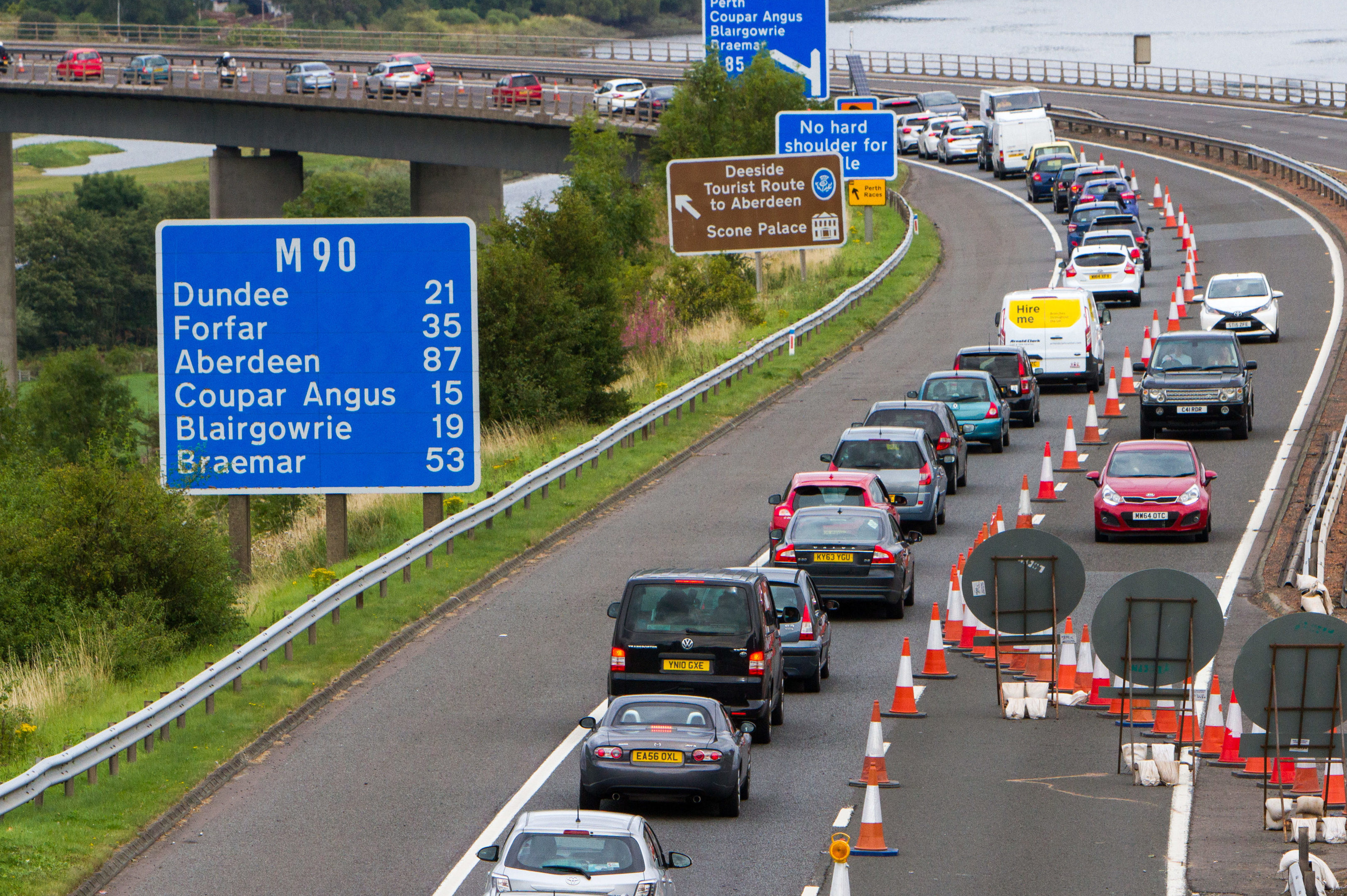 Motorists have been warned to expect delays on the Friarton Bridge this weekend.