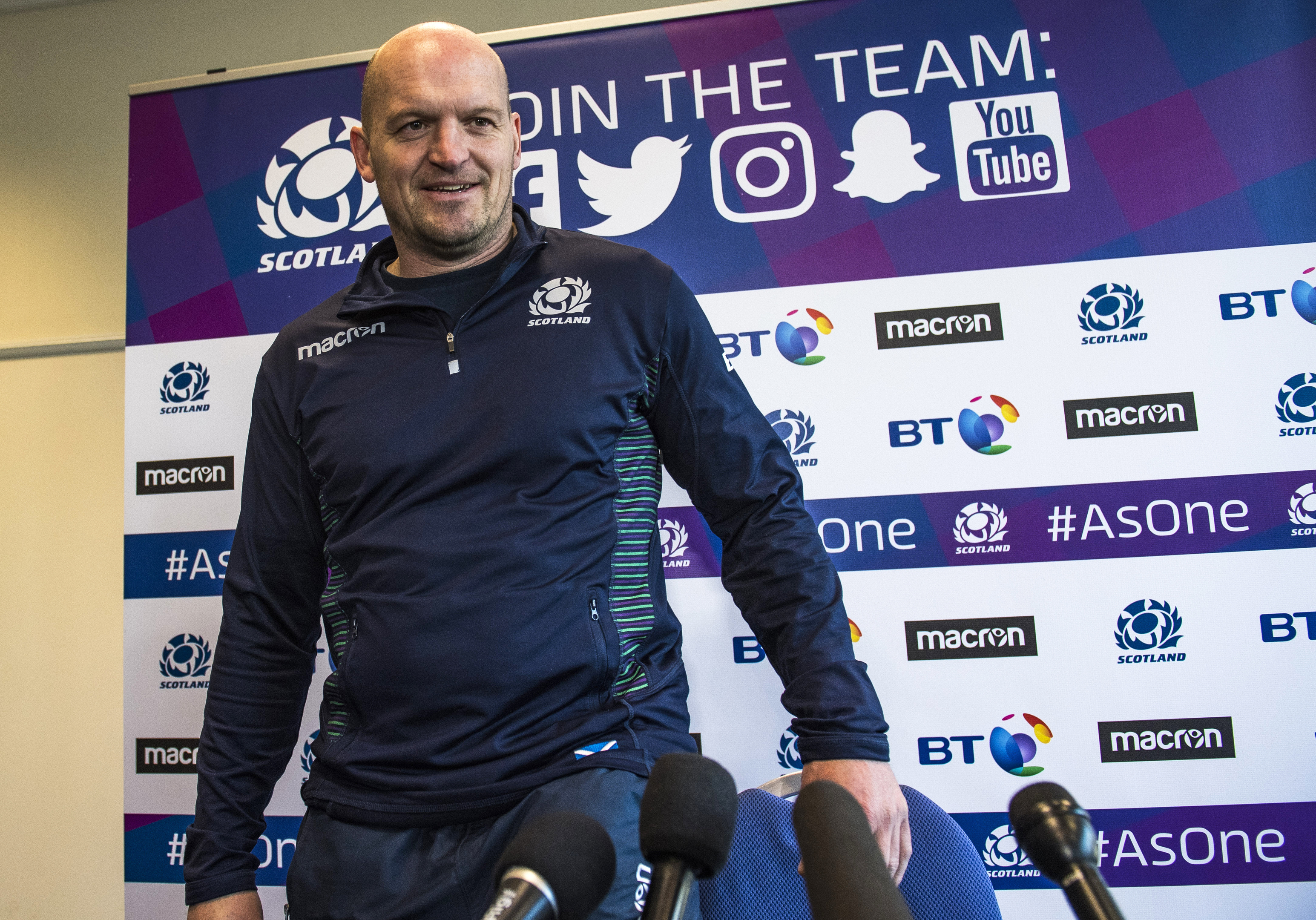 Gregor Townsend played it straight announcing an unchanged starting team for the Calcutta Cup.