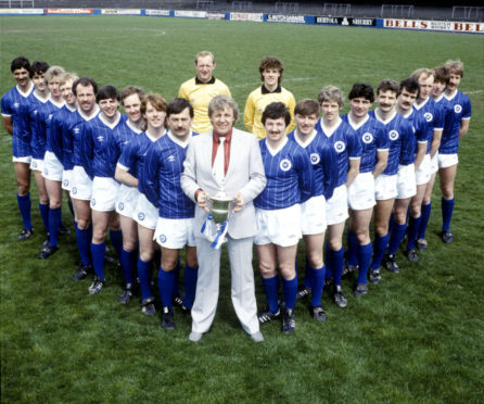 Alex Rennie (front centre) with his 1982/1983 First Division championship-winning St Johnstone team.