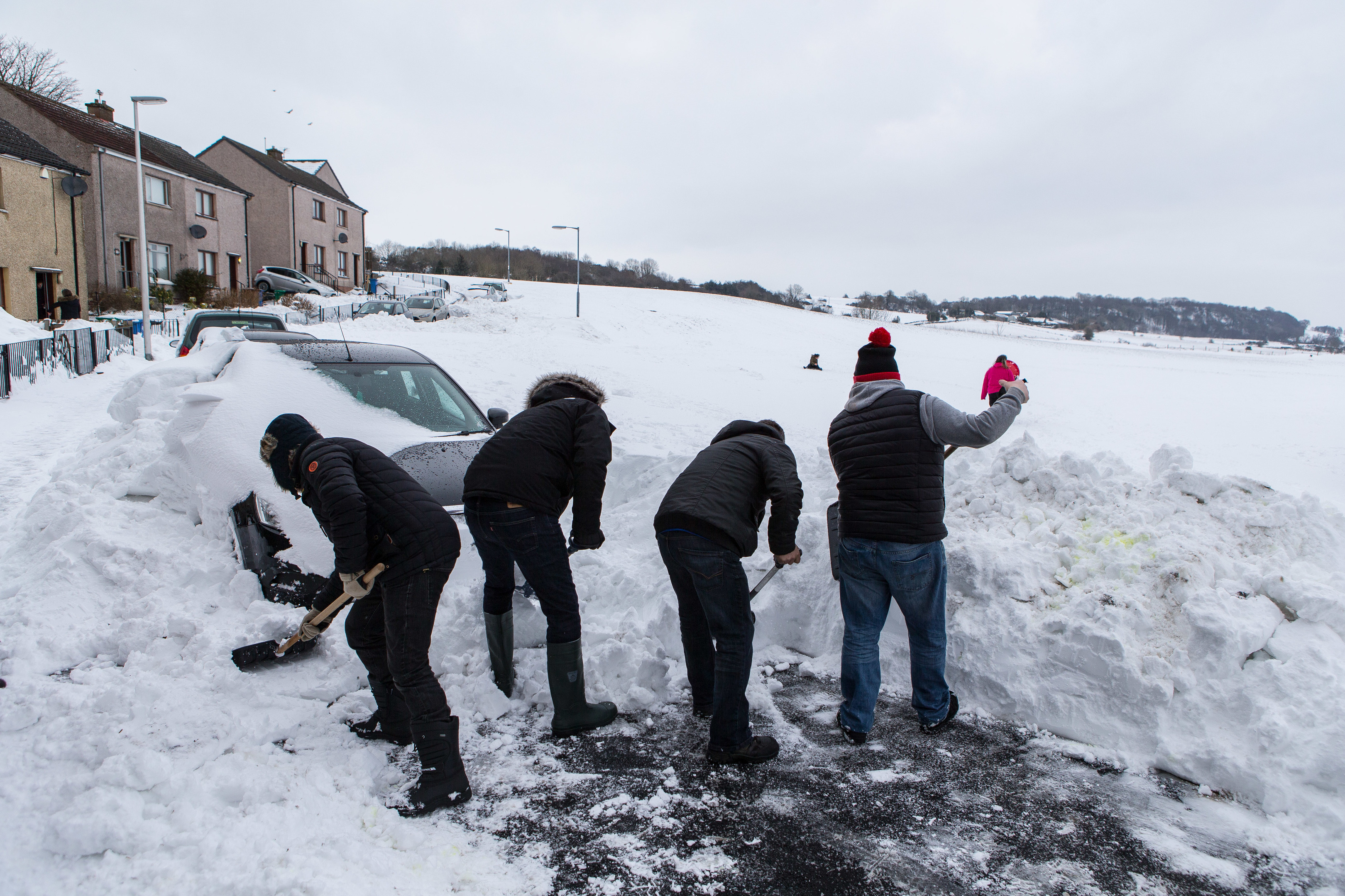 Cardenden residents Rab Wilson, Brian Allen, Brian Donaldson, Kevin Diamond and Michael Russell start to unearth their vehicles buried under the drifts.
