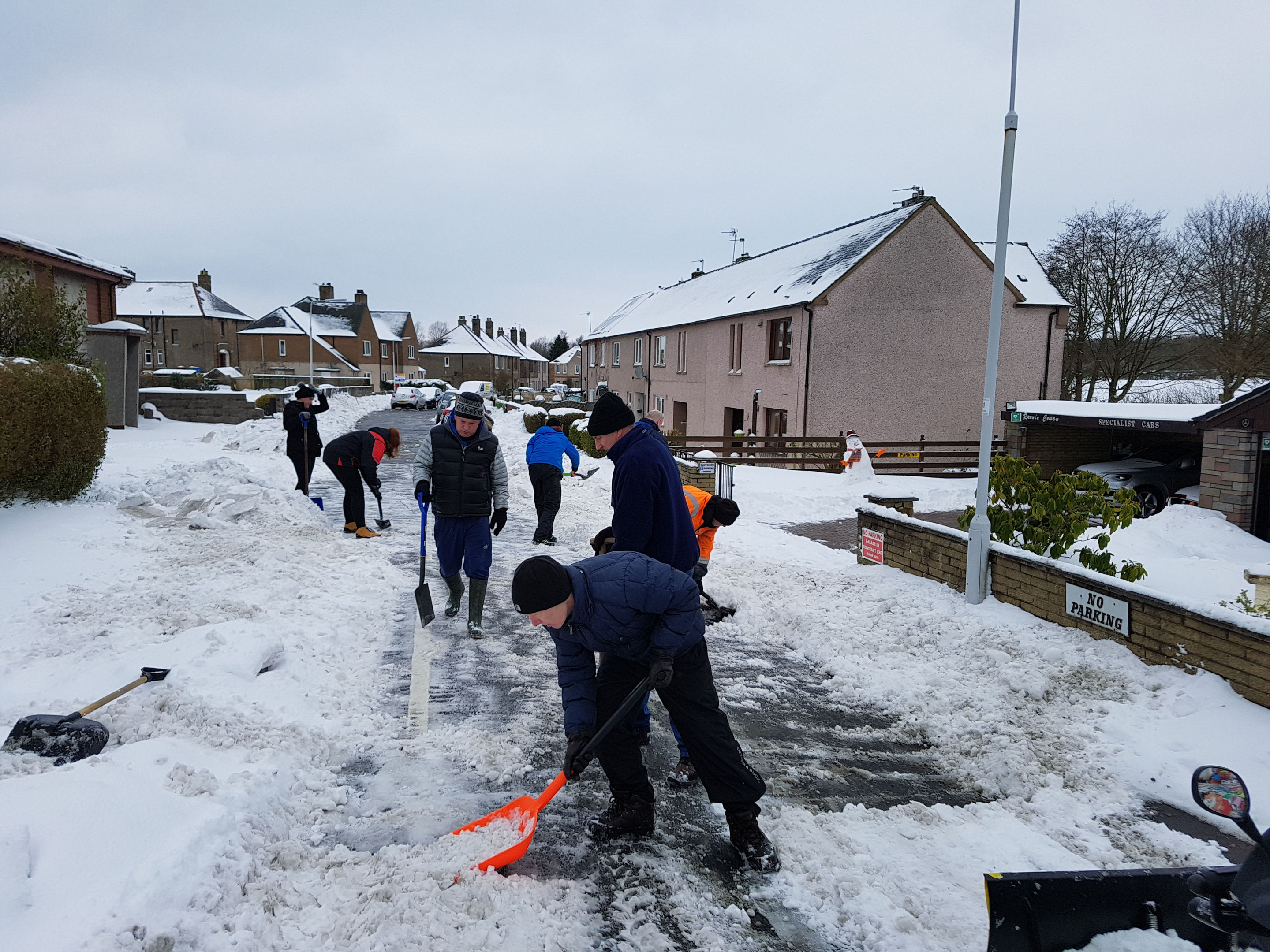 Parents at Townhill were among those out clearing the snow at the weekend.