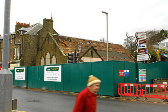 Courier News - Paul Malik story - Demolition - Monifieth. CR0000651 Picture shows; the demolition of the South Church Halls in Monifieth continuing today. Tuesday 17th April 2018.
