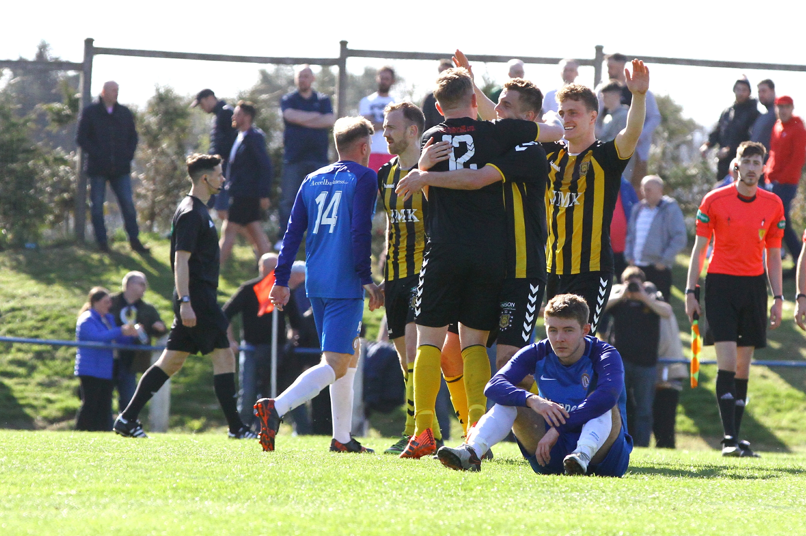Auchinleck celebrate at full-time.