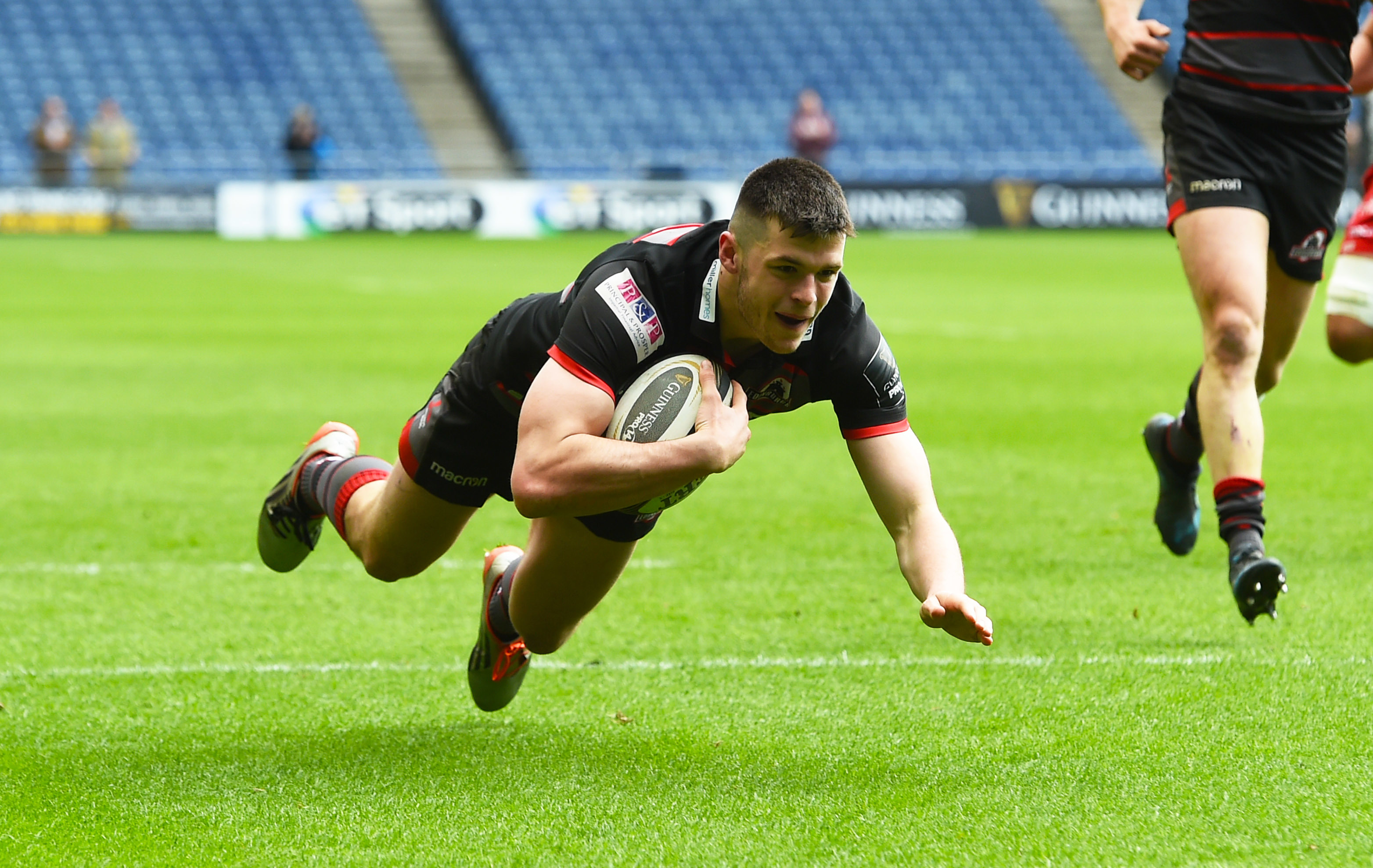 Blair Kinghorn scored the crucial bonus point try for Edinburgh against Newcastle.