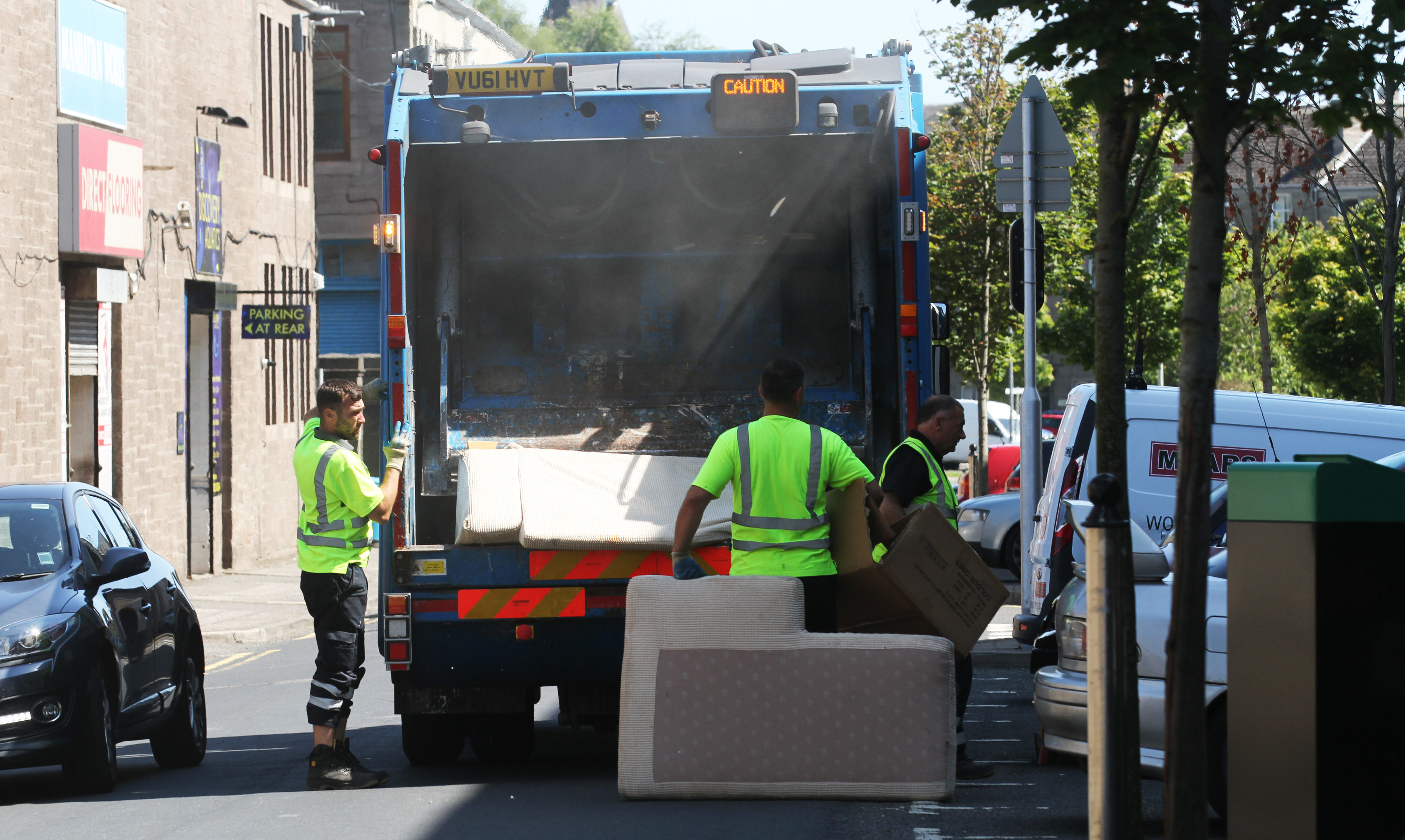 Residents' satisfaction over rubbish collection has slumped in the last few years, according to figures published in an Accounts Commission report.
