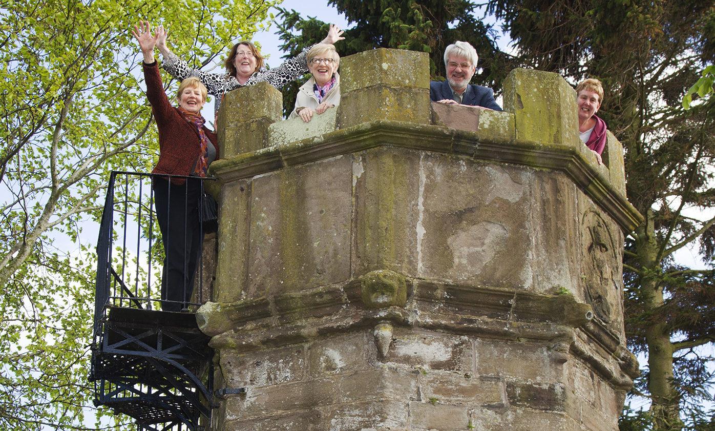 Lynn Devine, Audrey Smart, Charlotte Douglas,Norman Atkinson and Doreen Buchan at Castle Hill.