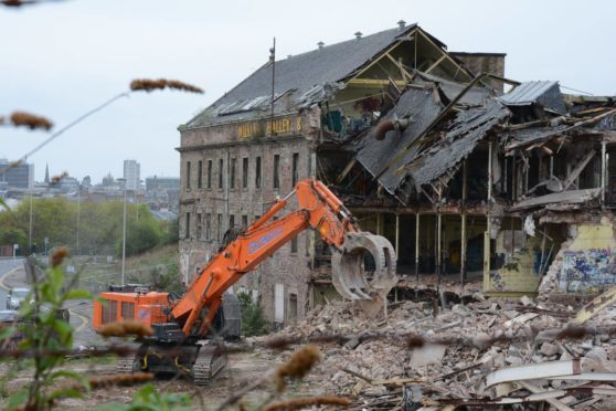 The Wallace Craigie Works is demolished.