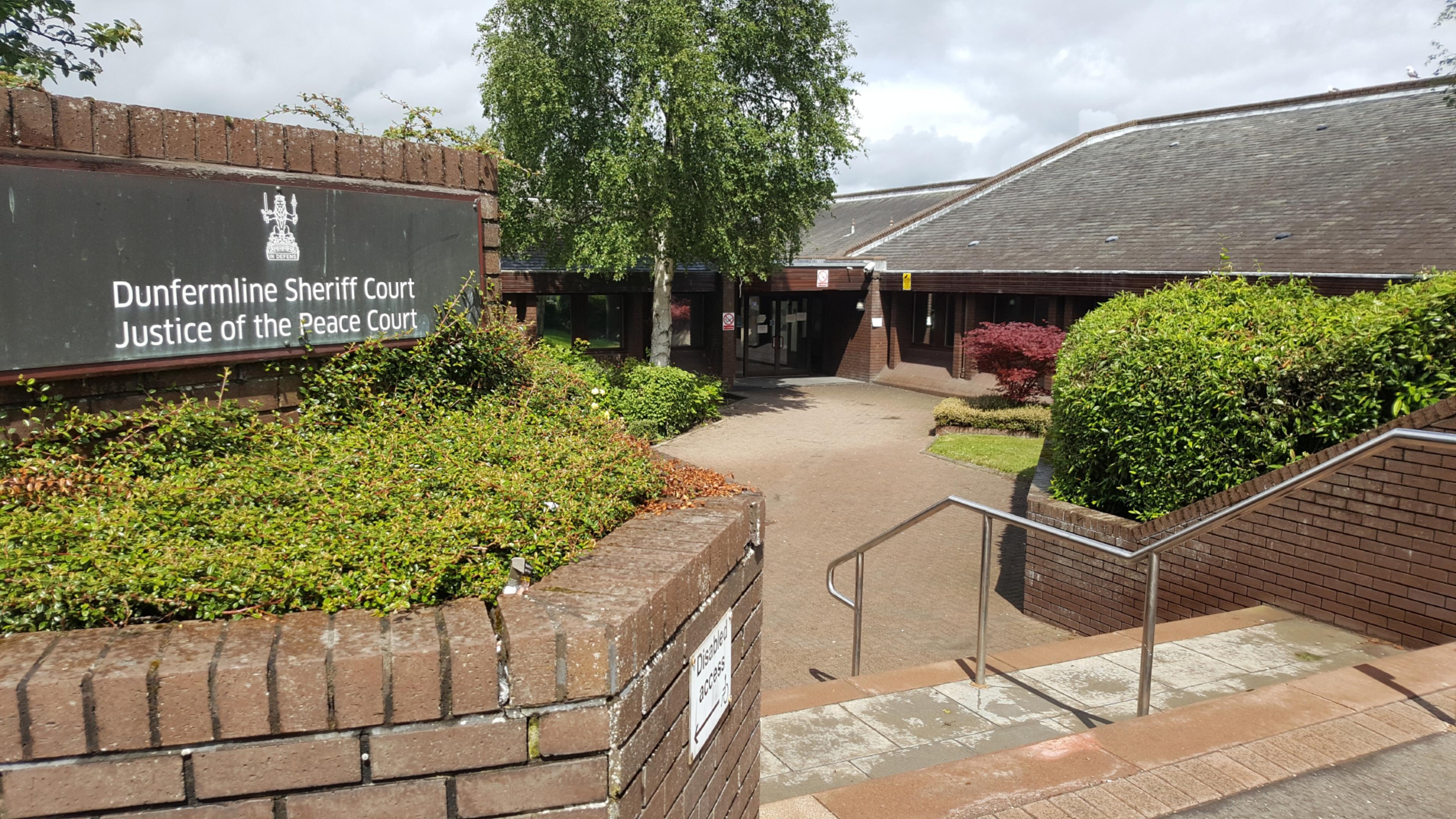 Dunfermline Sheriff Court. Pic taken by Will Lyon.