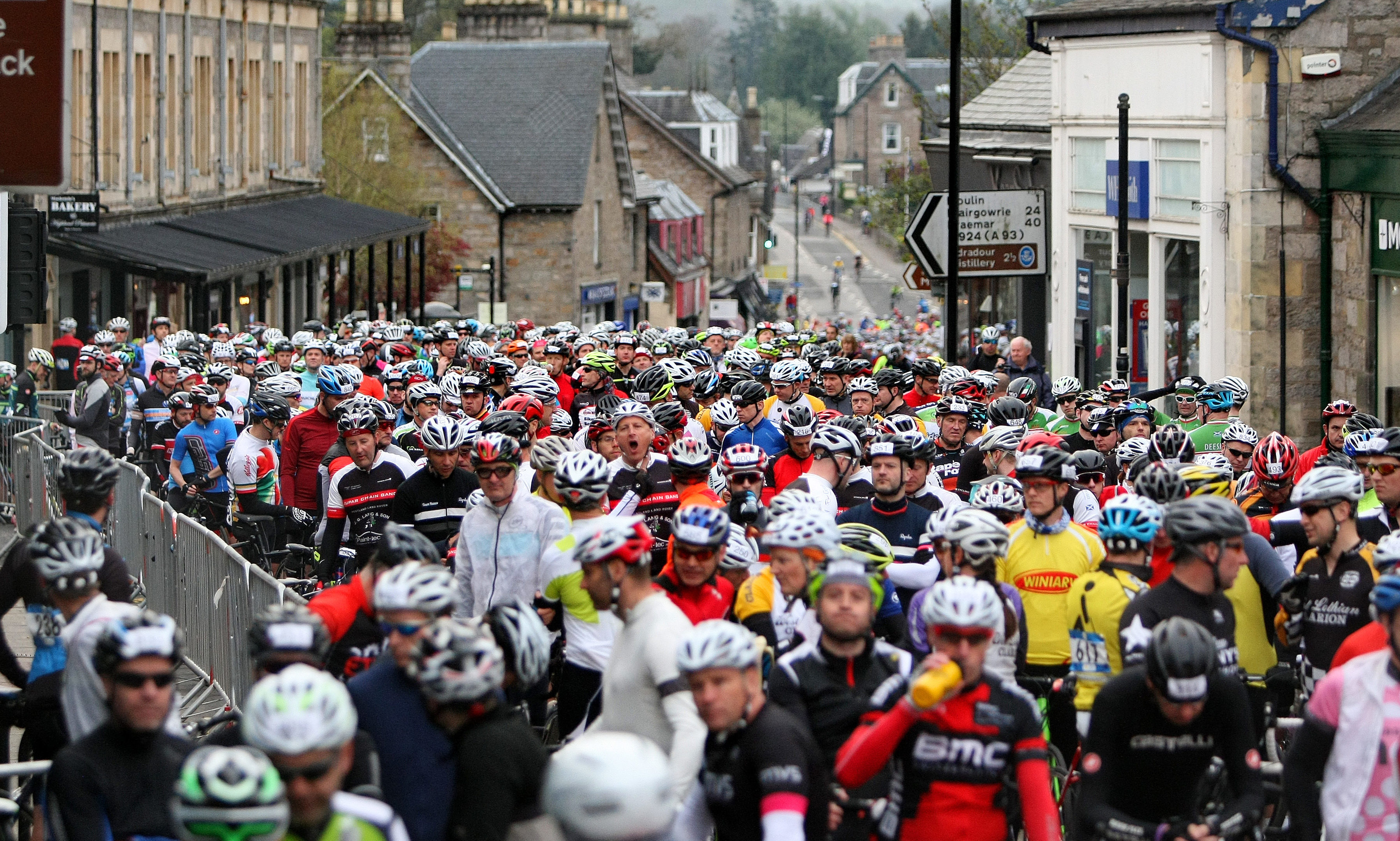 Cyclists get ready for the 2016 Etape.