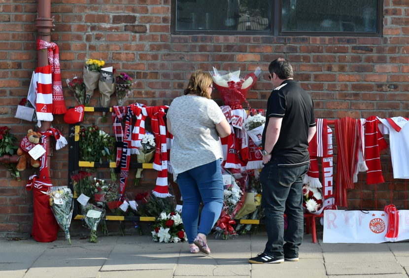 Tributes at Pittodrie after the Gothenburg Great Neale Cooper passed away.