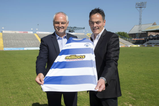30/05/18   CAPPIELOW - GREENOCK   Ray McKinnon is unveiled as the new Morton manager, alongside chairman Crawford Rae (right)