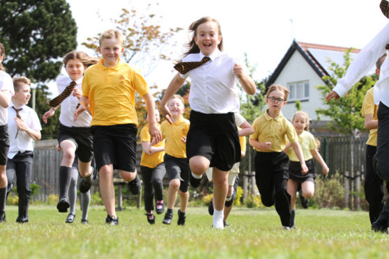 Mhairi Edwards, Courier, CR0001411, News, Jim Millar story, A study conducted by Stirling University has shown the benefits to primary school children of doing a daily mile. Timmergreens primary school participates in the scheme.  Picture shows; kids from the P5/6 class at Timmergreens Primary doing their daily mile. Friday 18th May.