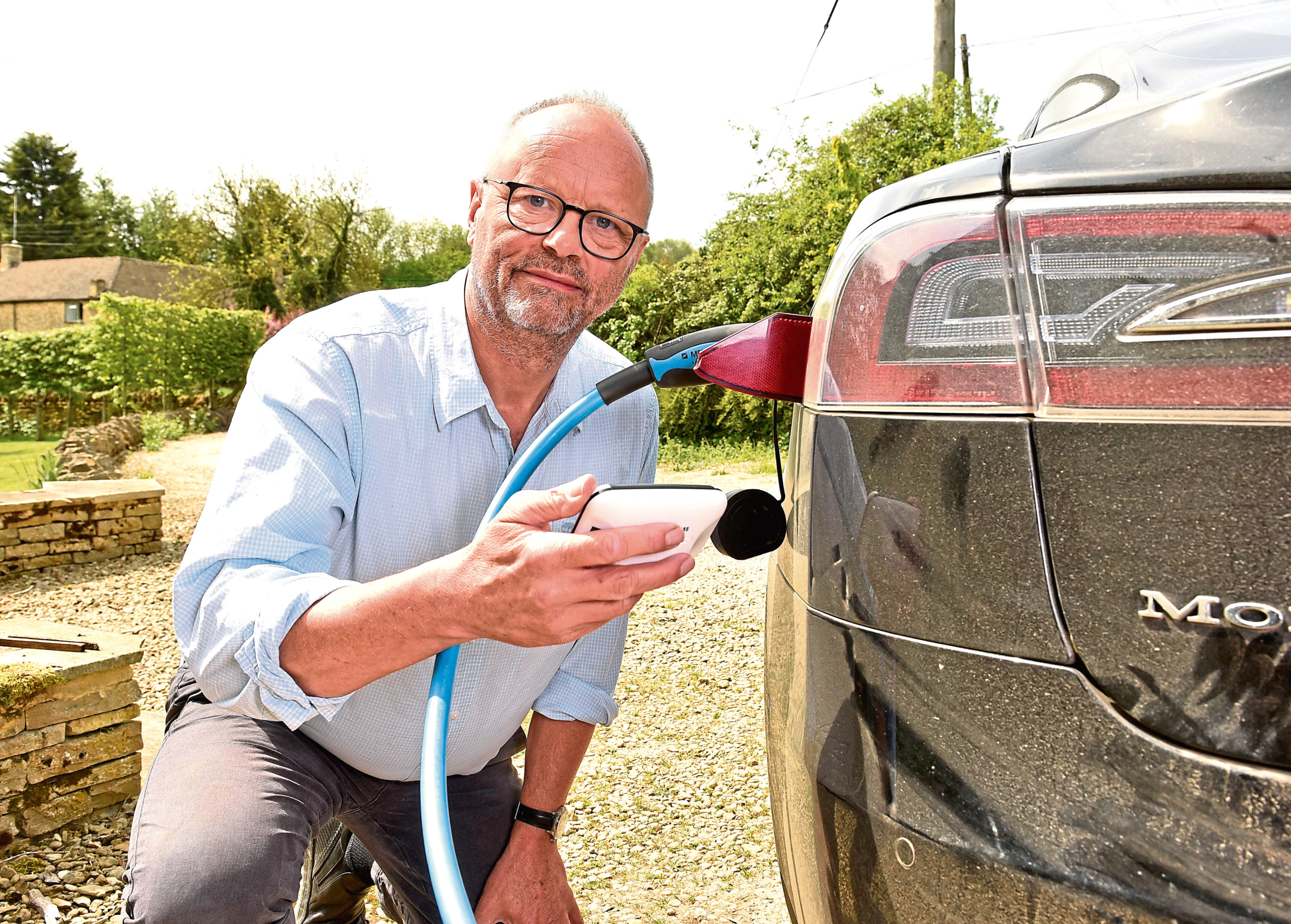 Actor Robert Llewellyn uses his smart meter on his electric car to measure his electricity usage