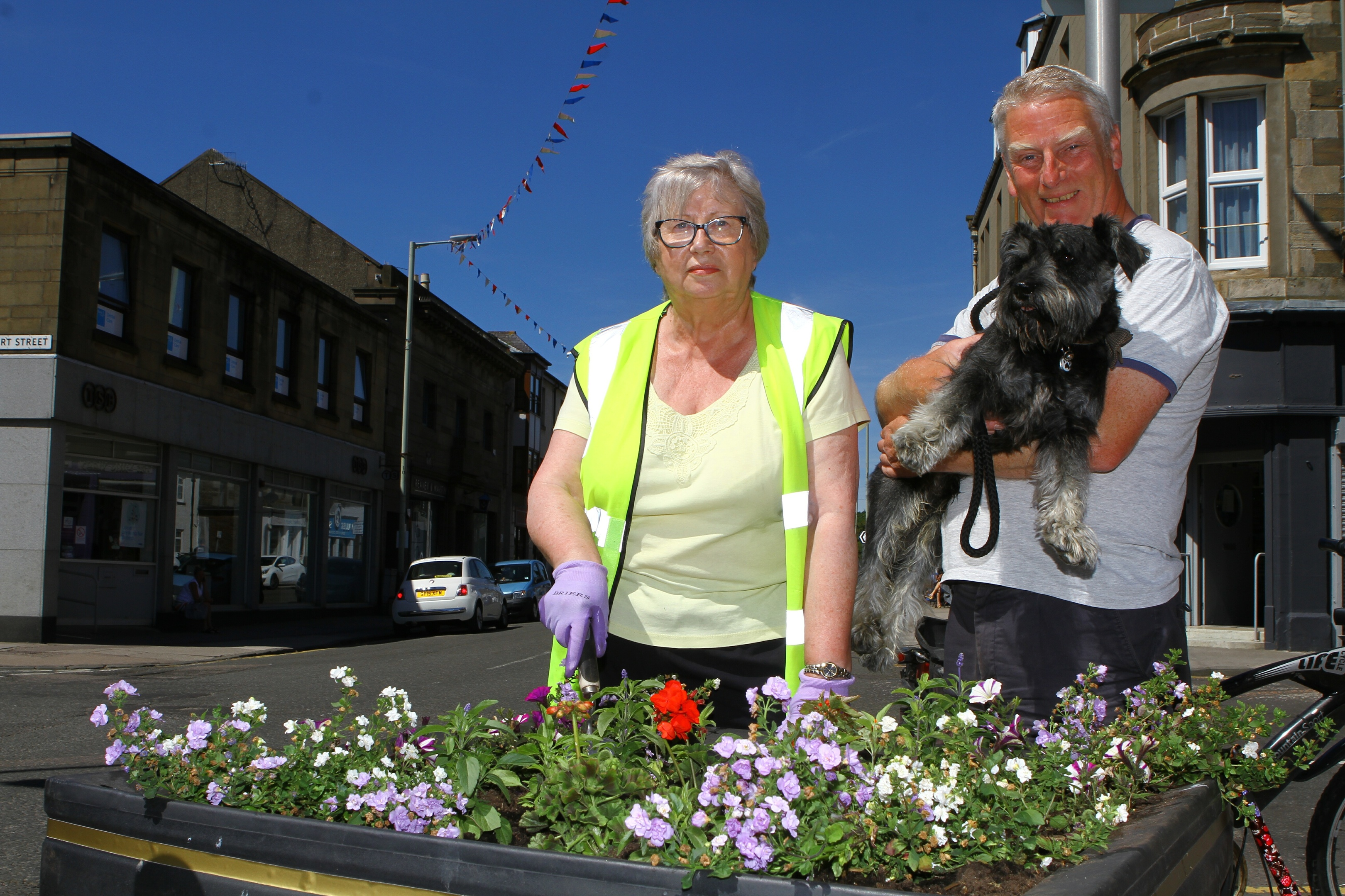 Joan Chalmers of Broughty Ferrry in Bloom and Councillor Craig Duncan repair damage to one of the planters