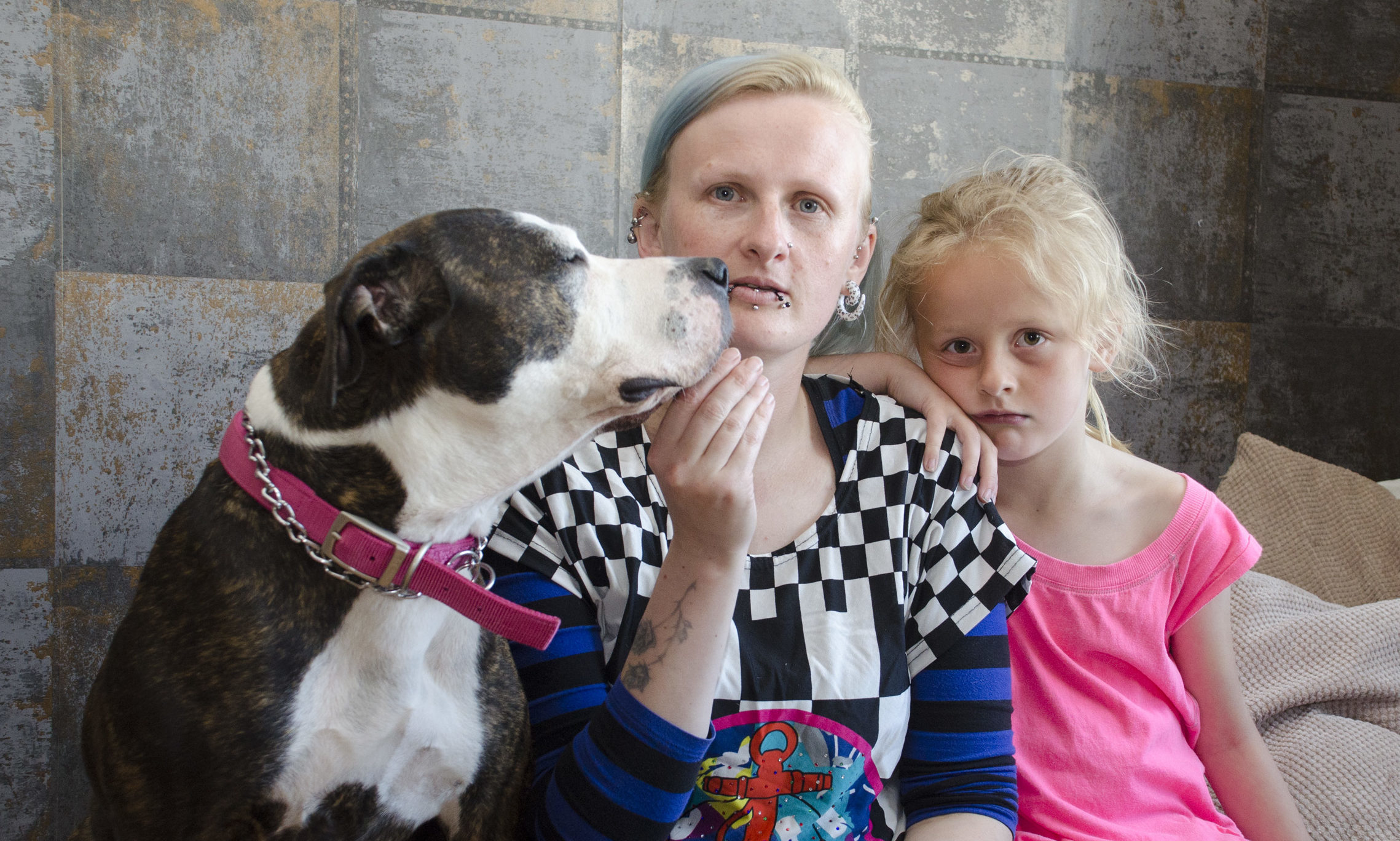 Leonie Leaver with her dauhter Cali (7) and dog Katana, which was left burnt by hogweed .
