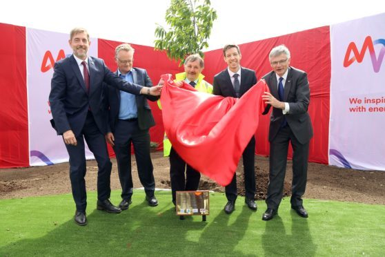 MVV board member Dr Hansjörg Roll , Michelin manager John Reid, Angus Councillor Bob Myles , Dundee City Council leader John Alexander and MVV chief executive Dr Georg Müller unveil a plaque to mark the start of construction.