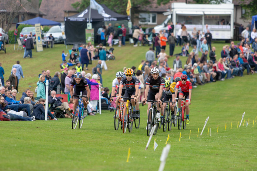 The 8000m cycle race