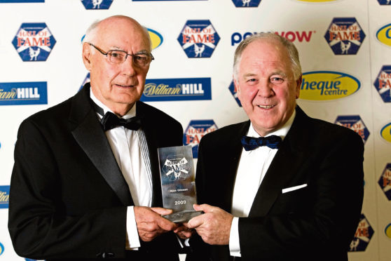 Ex-Scotland boss and 1962 league winner Craig Brown inducted former teammate and Dens Park legend Alan Gilzean into the Scottish Football Hall of Fame in 2009.