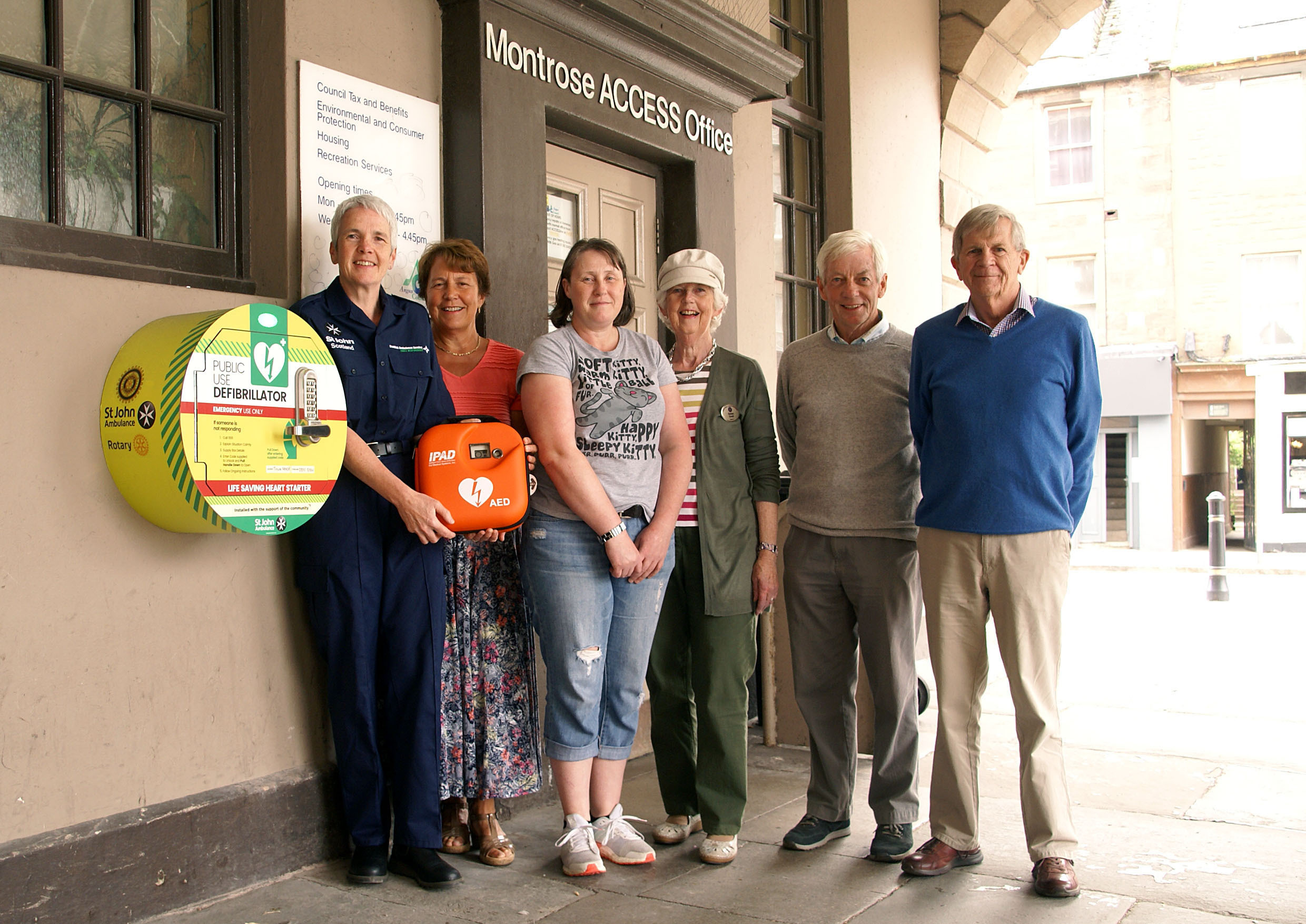 Left to right, Melanie Cargill (First Responder), Helen Griffith, Tracy Park, Susan Coull, David May, David Milne (Montrose Rotary and Inner Wheel members).