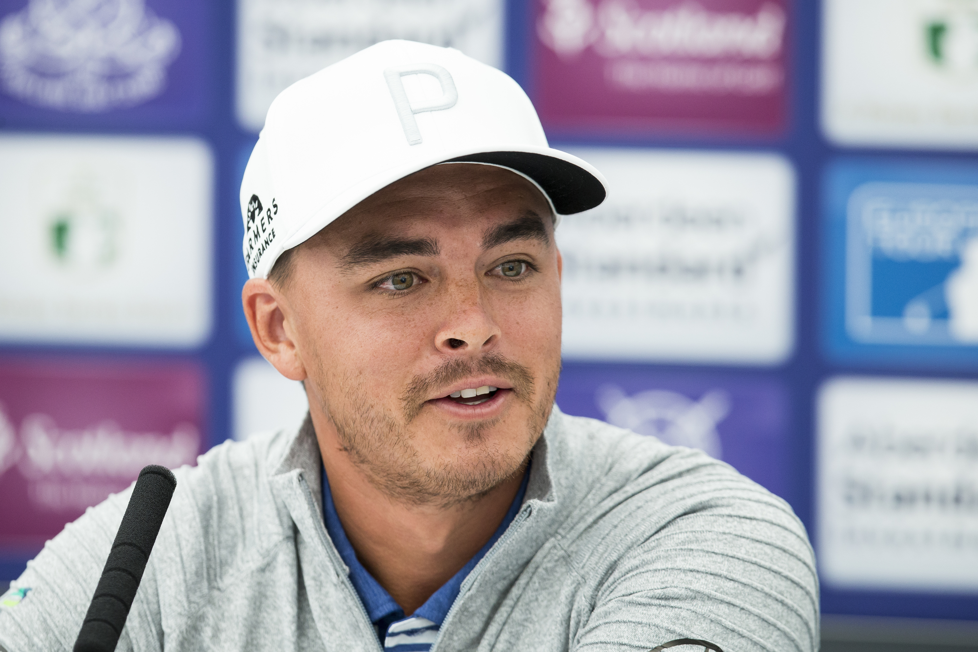 Rickie Fowler tuned up for Carnoustie playing a golf simulator.