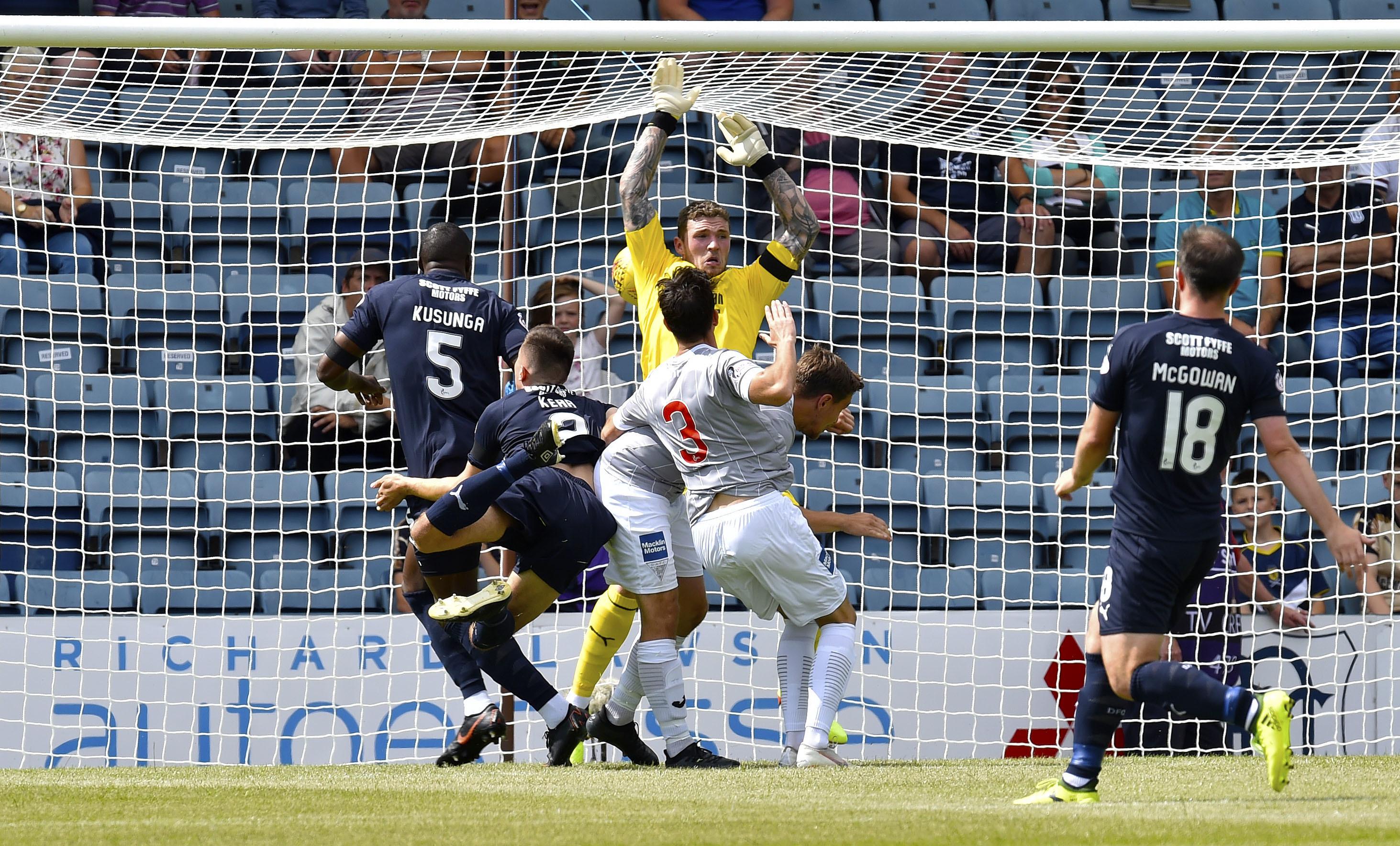 Jackson Longridge scores to make it 1-0 Dunfermline.