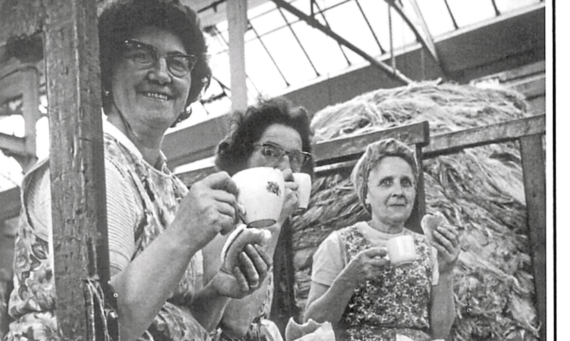 Everyone needs a break: Dundee mill workers take time out for a cup of tea