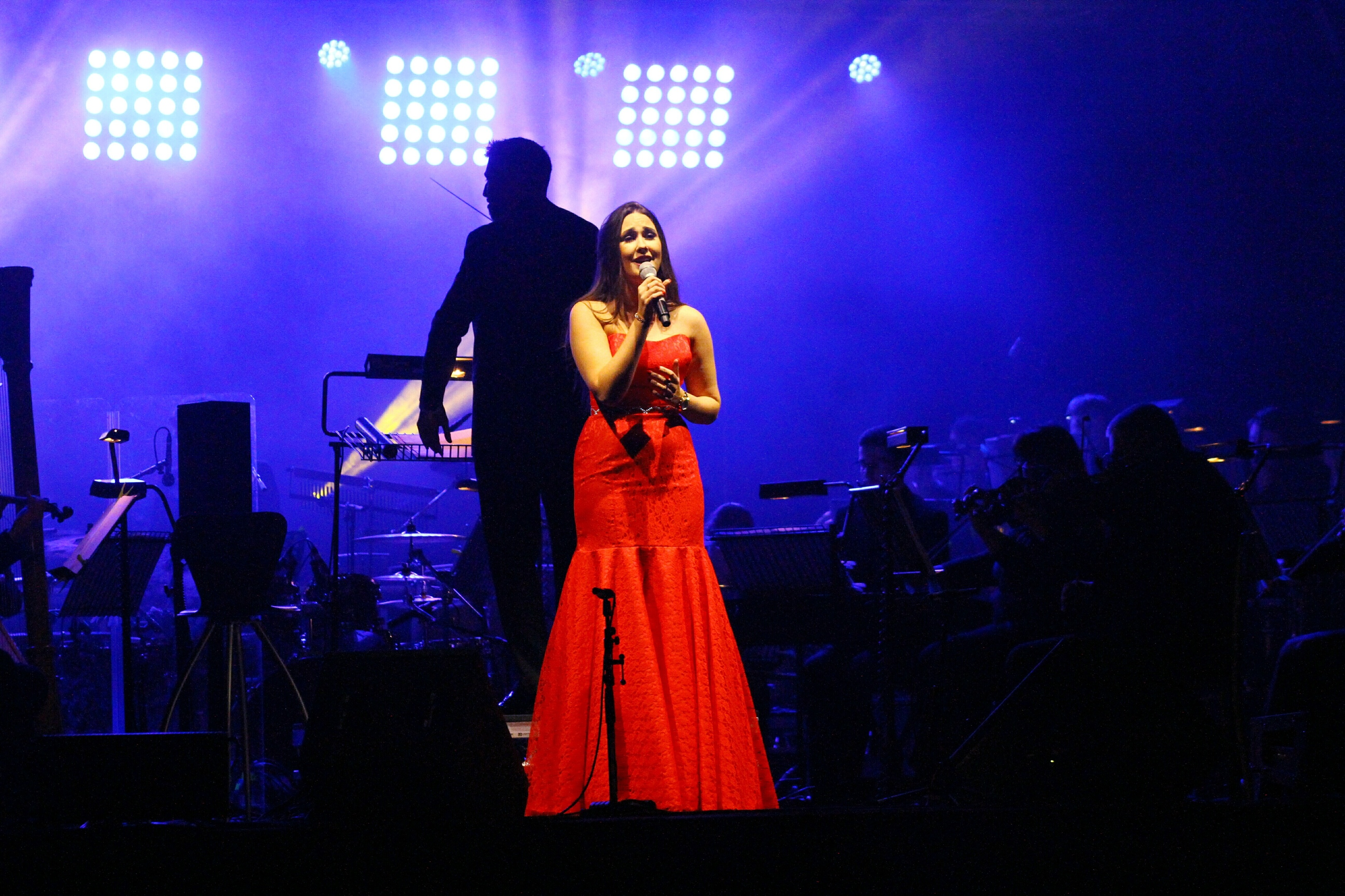 Courier competition winner Zoe Heggie thrilled the Glamis Prom audience with her singing.