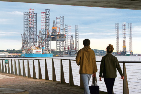 Dundee's hopes of becoming Scotland's centre for oil and gas decommissioning has been dealt a major blow.