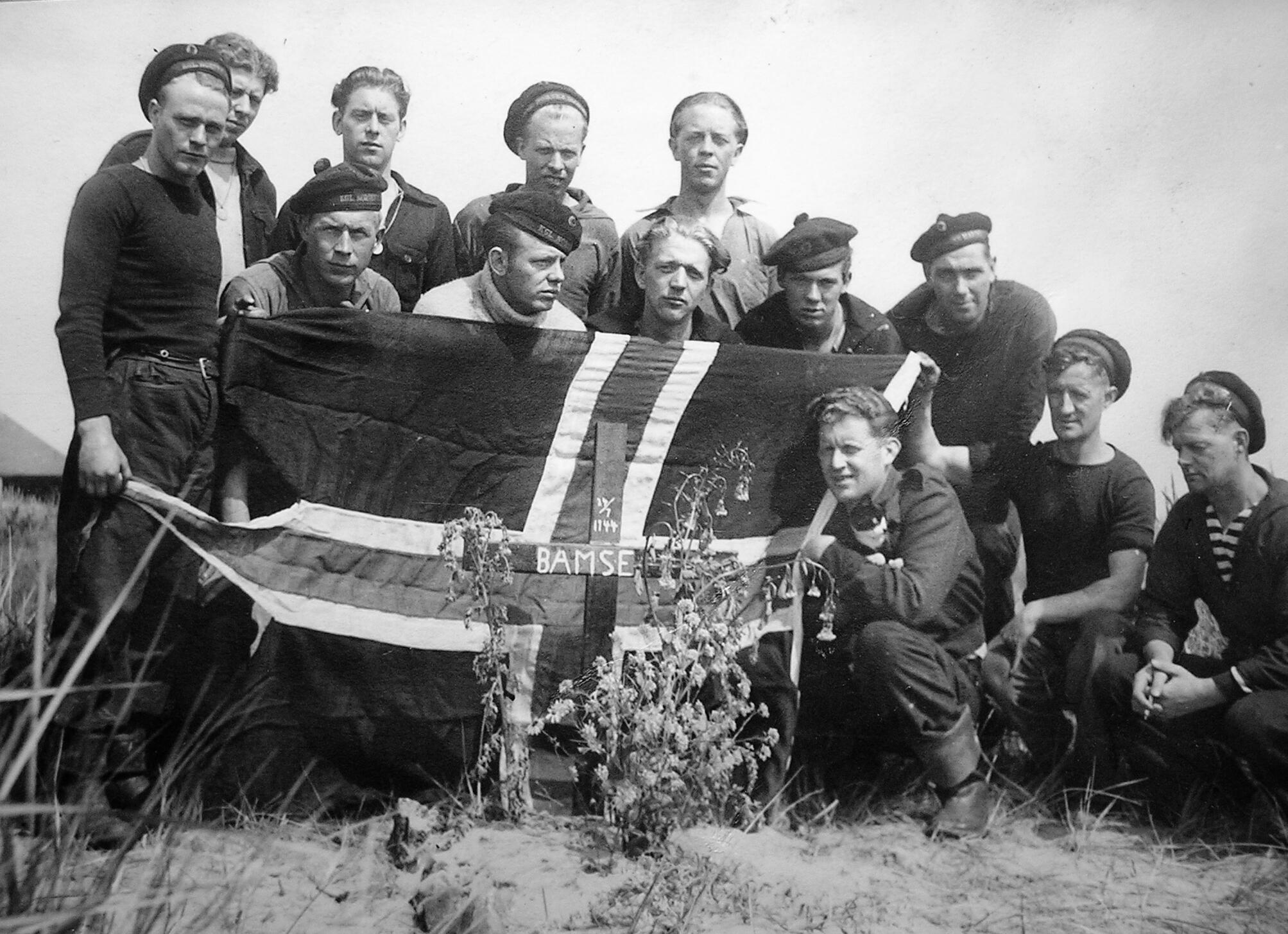 Bamse's burial in 1944.