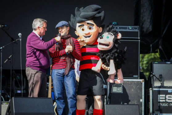 Beano attempts comic world record at 3D Festival in Slessor Gardens