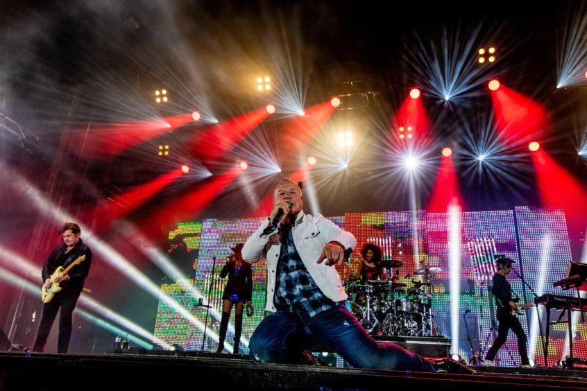 Jim Kerr on stage.