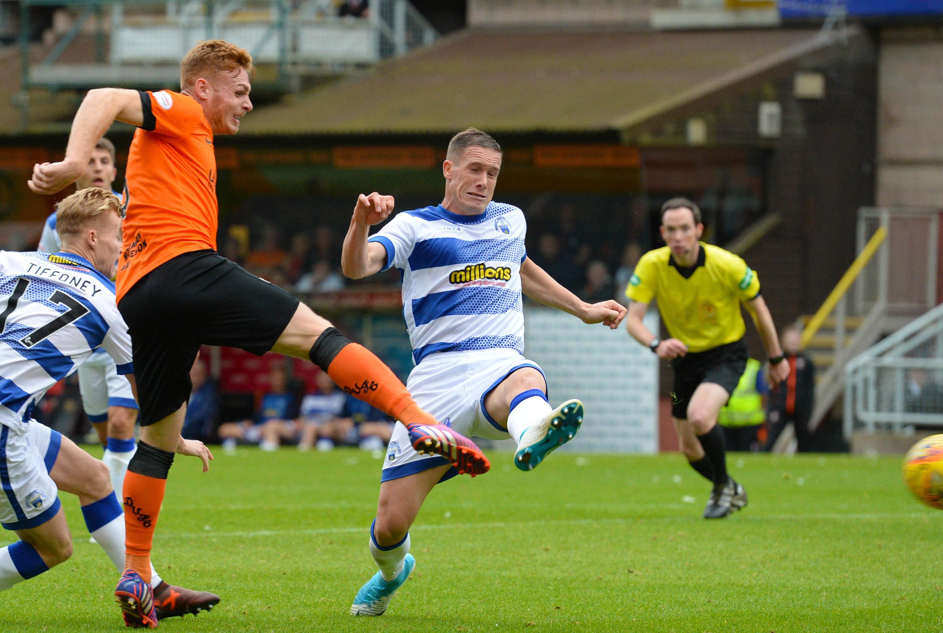 Fraser Fyvie scores for United against Morton.